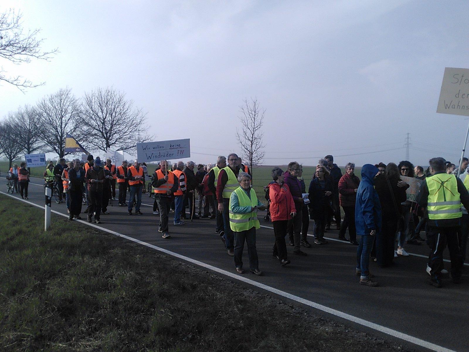 Freitagsdemo Landstraße Wessin für Moratorium Windenergie Freier Horizont