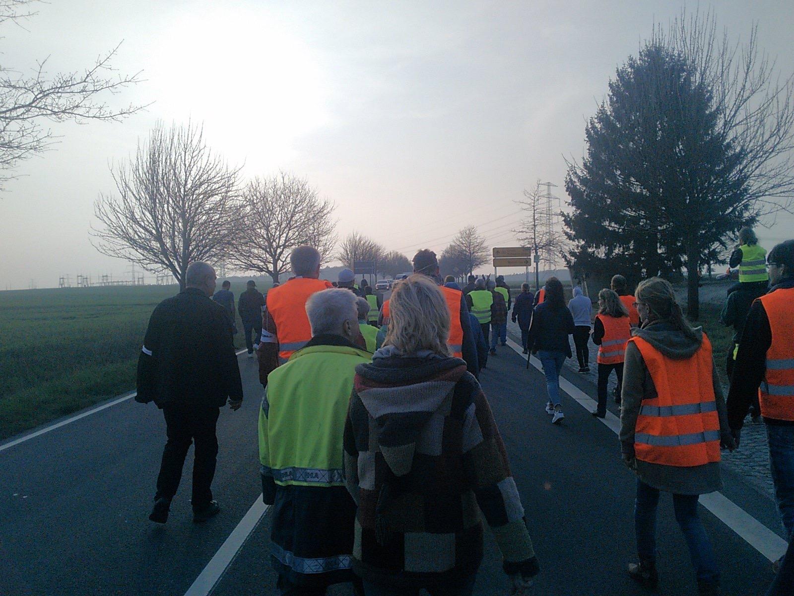 Freitagsdemo Landstraße Wessin für Moratorium Ausbau Windenergie Freier Horizont